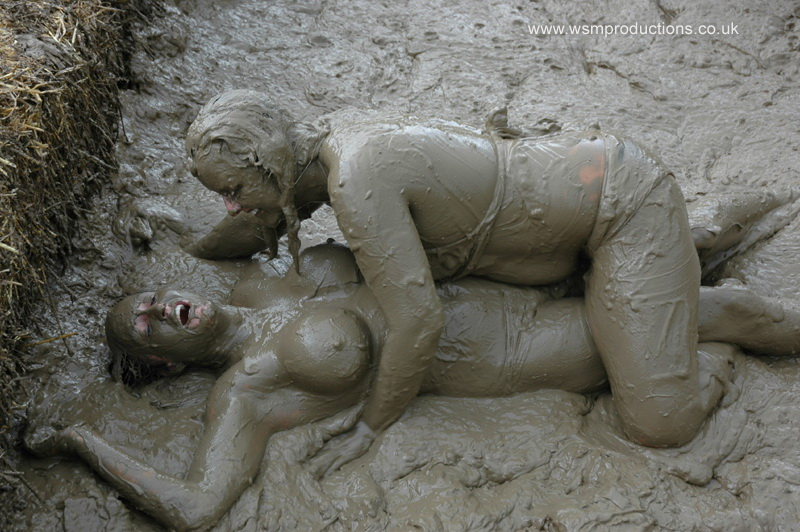 Naked Babes Have Sex Mud 64