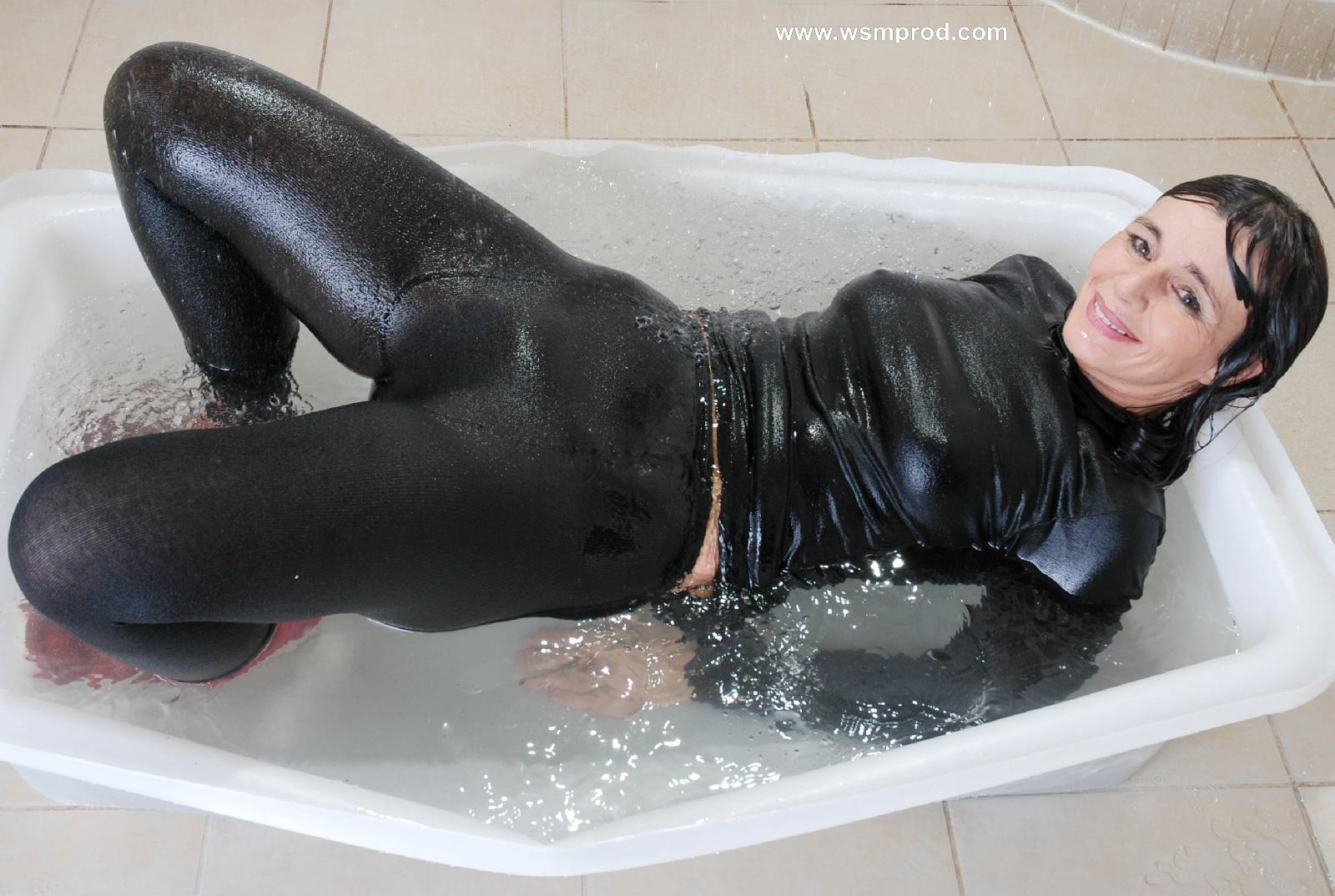 Sexy wet look hot pants, wet look pants, sexy wet look shorts, sexy sh